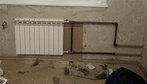 Батарея отопления рифар установлена монтаж резьба выход труб из потолка и пола